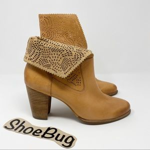 UGG Thames Booties Seaweed Perforated Leather